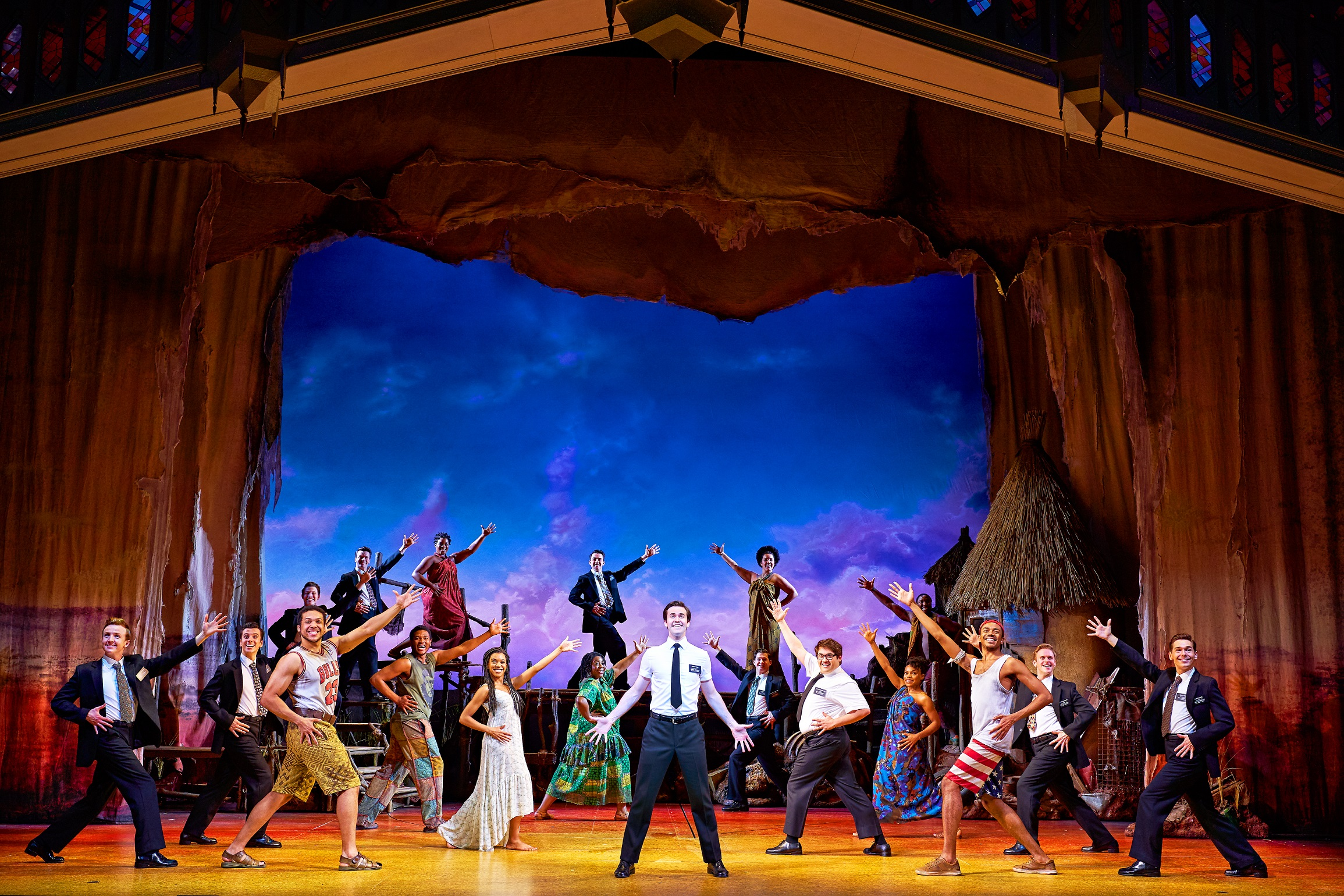 the-book-of-mormon-foto-04-credit-paul-coltas